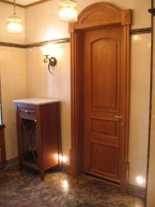 Дверь из дубовой древесины