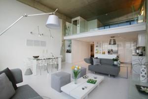 Белая кухня в стиле лофт. Культовое место в Вашем доме