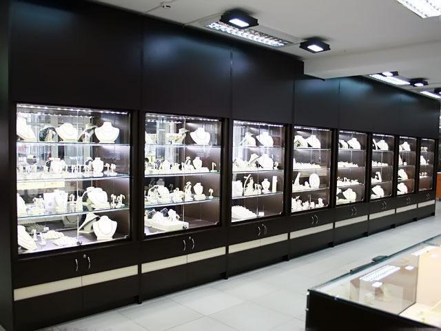 Освещение витрин ювелирного магазина