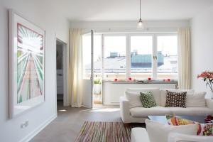 Интерьер городской квартиры. Черный и желтый
